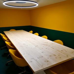 Campolide - Mesa de Reunião
